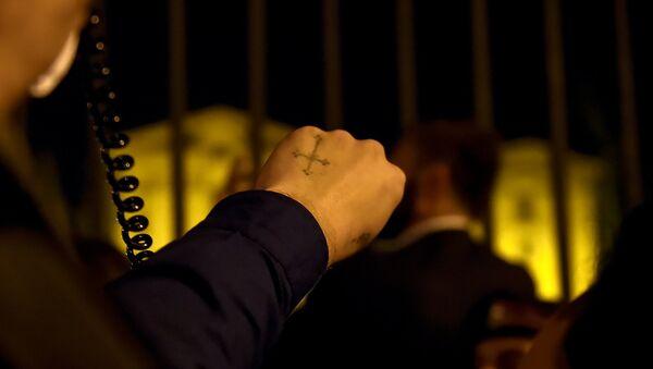 Граждане на проспекте Баграмяна, перед зданием Парламента Армении (2 октября 2018). Еревaн - Sputnik Արմենիա
