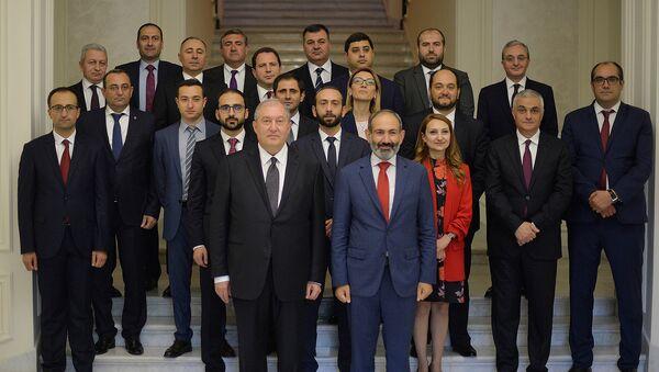 Правительство Армении после принесения клятвы в резиденции президента Армении (21 мая 2018). Еревaн - Sputnik Արմենիա