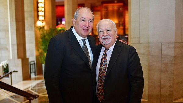 Президент Армении Армен Саркисян встретился с президентом Нью-Йоркской Корпорации Карнеги Варданом Грегоряном (3 октября 2018). Нью-Йорк - Sputnik Армения