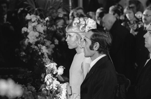 Շառլ Ազնավուրի և Ուլլա Տորսելի պսակադրությունը հայկական եկեղեցում. 13 հունվարի 1968 թ. - Sputnik Արմենիա