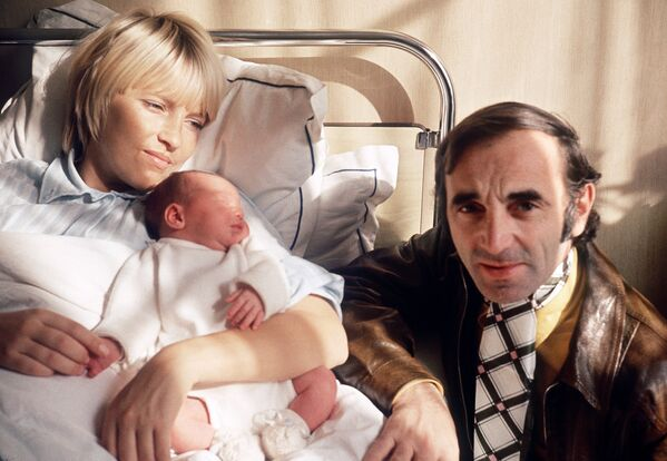 Շառլ Ազնավուրը և Ուլլա Տորսելը իրենց նորածին դստեր՝ Կատյայի հետ. 13 հոկտեմբերի 1969 թ. - Sputnik Արմենիա