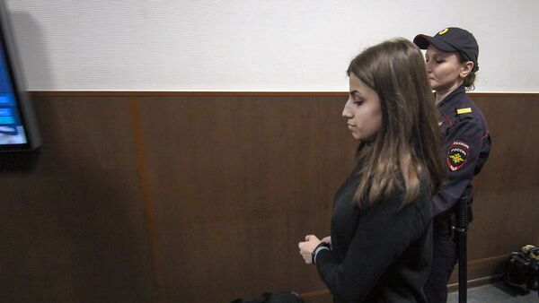 18-летняя Ангелина Хачатурян в Басманном суде (27 сентября 2018). Москвa - Sputnik Արմենիա