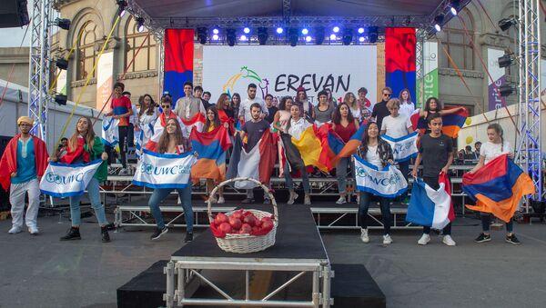 Официальное открытие городка Франкофонии на площади Свободы (9 октября 2018). Еревaн - Sputnik Արմենիա