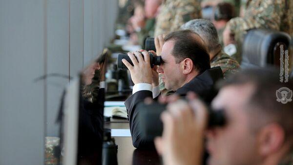 Давид Тоноян посетил совместные армяно-российские военные учения на полигоне имени маршала Баграмяна (10 октября 2018). Еревaн - Sputnik Армения