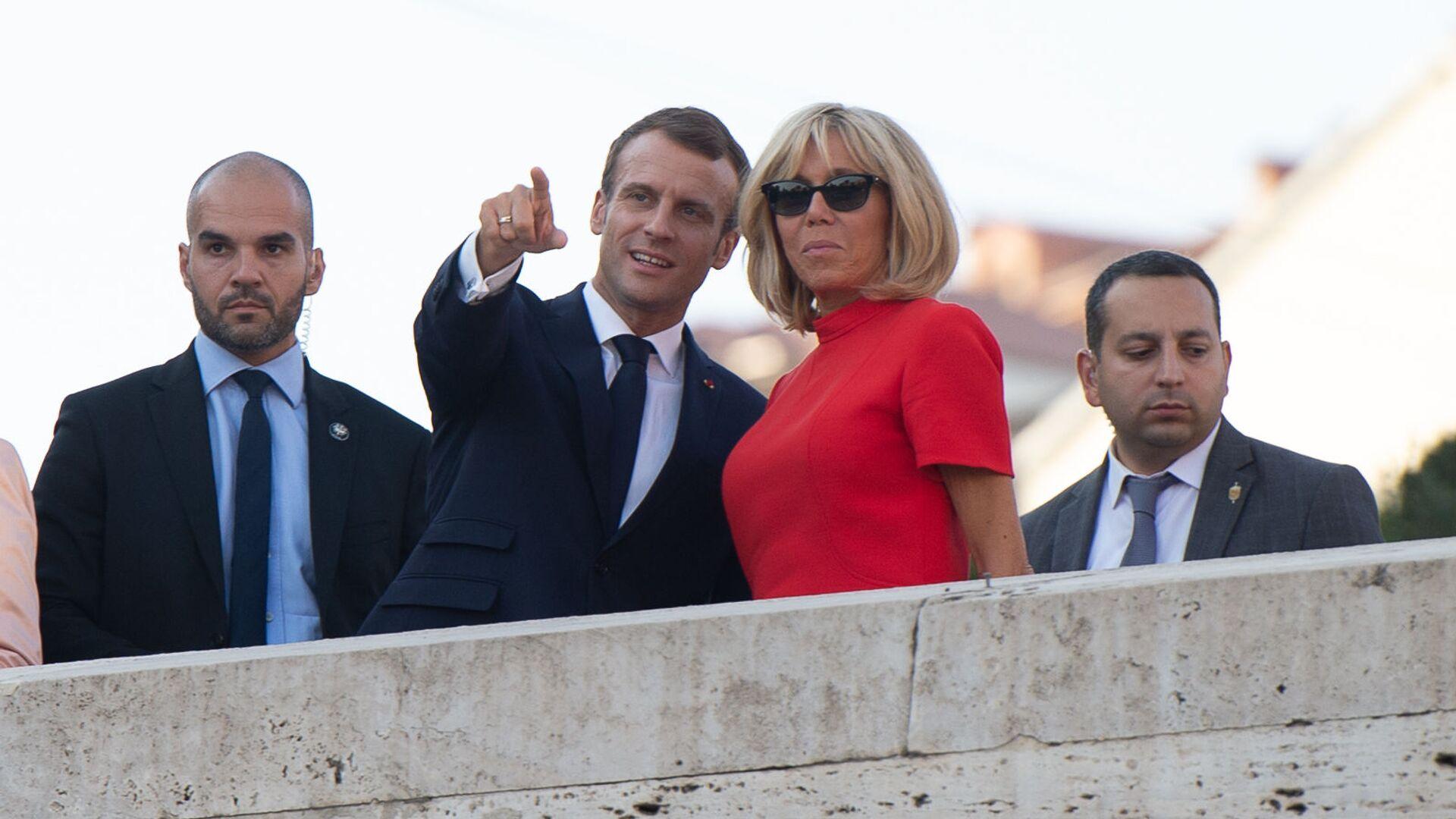 Президент Франции Эммануэль Макрон с супругой Брижит прогулялись по столице (11 октября 2018). Еревaн - Sputnik Армения, 1920, 26.09.2021