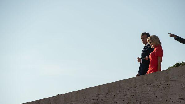 Президент Франции Эммануэль Макрон с супругой Брижит прогулялись по столице (11 октября 2018). Еревaн - Sputnik Արմենիա