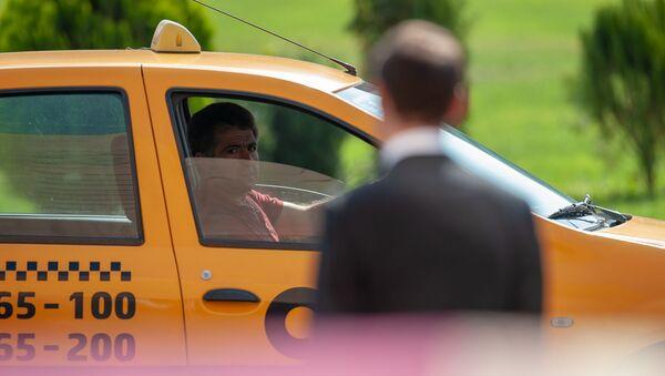Мэр Еревана Айк Марутян в ожидании гостей перед церемонией инаугурации (13 октября 2018). Еревaн - Sputnik Армения