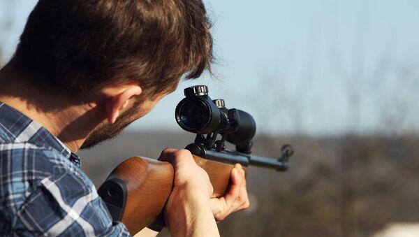 Мужчина с ружьем - Sputnik Արմենիա