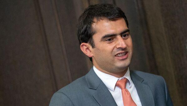 Министр связи, транспорта и ИТ Акоп Аршакян перед началом заседания Правительства Армении (16 октября 2018). Еревaн - Sputnik Արմենիա