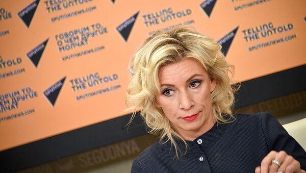Мария Захарова во время телемоста Москва-Тбилиси-Таллинн-Кишинев (16 октября 2018). Москвa - Sputnik Արմենիա