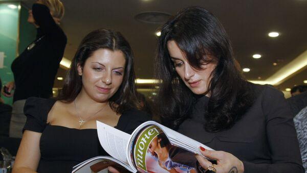 Главный редактор телеканала Russia Today Маргарита Симоньян и телеведущая Тина Канделаки - Sputnik Армения
