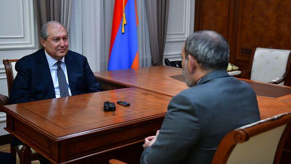 Встреча врио премьер-министра Никола Пашиняна и президента Армена Саркисяна (17 октября 2018). Еревaн - Sputnik Արմենիա