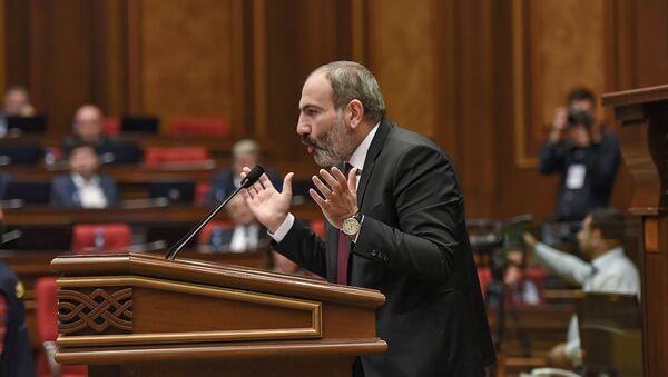 Врио премьер-министра Никол Пашинян на внеочередном заседании Парламента Армении (24 октября 2018). Еревaн - Sputnik Армения