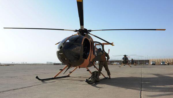 Летчики афганских ВВС и их американские инструкторы готовятся к полету на MD-530F (29 августа 2012). Авиабаза Шинданд, Афганистан - Sputnik Արմենիա
