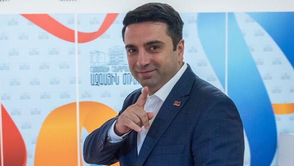 Депутат Ален Симонян на внеочередном заседании Парламента Армении (24 октября 2018). Еревaн - Sputnik Армения