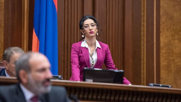Вице-спикер Парламента Арпине Ованнисян на внеочередном заседании Парламента Армении (24 октября 2018). Еревaн - Sputnik Արմենիա