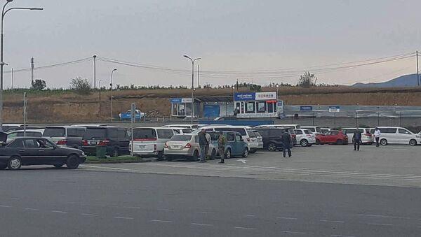 Праворульные машины в транзитной зоне на армяно-грузинской границе - Sputnik Արմենիա