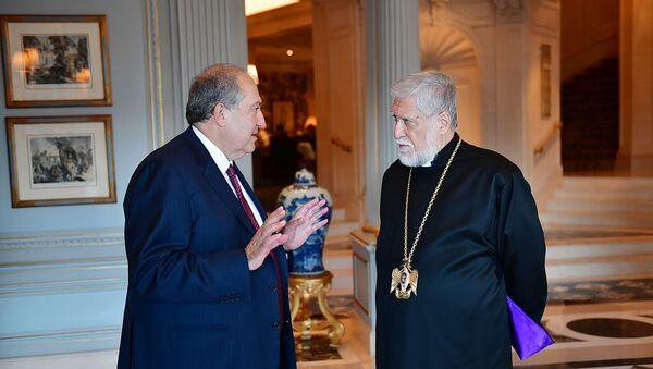 Президент Армении Армен Саркисян встретился с Католикосом Великого Дома Киликийского Арамом Первым (24 октября 2018). Женева - Sputnik Армения