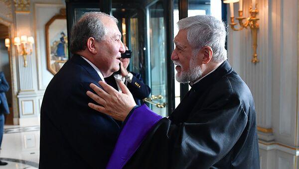 Президент Армении Армен Саркисян встретился с Католикосом Великого Дома Киликийского Арамом Первым (24 октября 2018). Женева - Sputnik Արմենիա