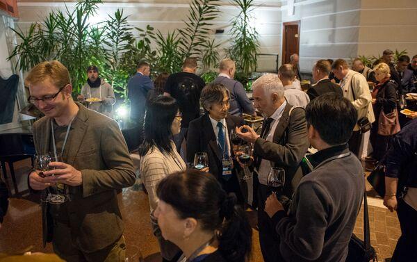 Հանդիսավոր մասից հետո քննարկումները շարունակվեցին հայկական հյուրասեր սեղանների շուրջ - Sputnik Արմենիա