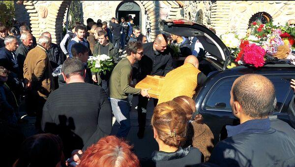 Съемочная группа Sputnik Грузия побывала на похоронах восьмилетней девочки Нани Бериашвили, которую жестоко убили в Гори - Sputnik Армения