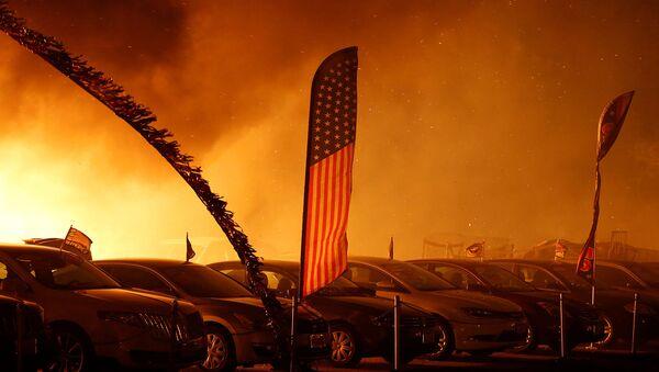 Охваченный лесными пожарами город Парадайс, Калифорния (8 ноября 2018). США - Sputnik Արմենիա