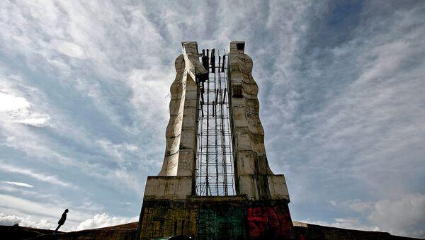 Работа турецкого скульптора Мехмета Аксоя Скульптура человечества (Карс), созданная для содействия примирению между Турцией и Арменией - Sputnik Արմենիա