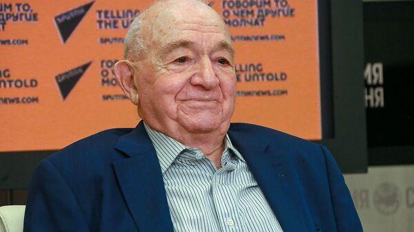 Никита Симонян во время видеомоста Золотая вершина Арарата - Sputnik Армения