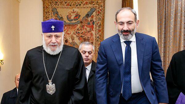 И.о. премьер-министра Никол Пашинян встретился с католикосом всех армян Гарегином II (14 ноября 2018). Эчмиадзин - Sputnik Армения