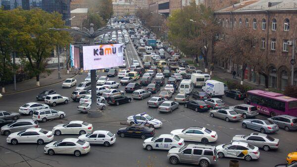 Час пик на перекрестке улиц Лусаворича, Агатангегоса и проспекта Аршакуняц - Sputnik Արմենիա