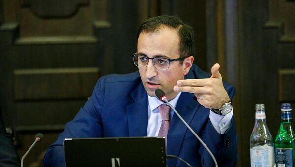 И.о. министра здравоохранения Арсен Торосян на заседании Правительства (15 ноября 2018). Еревaн - Sputnik Армения