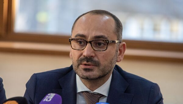 Директор еревaнского зоопарка Рубен Хачатрян на пресс-конференции (19 ноября 2018). Еревaн - Sputnik Արմենիա