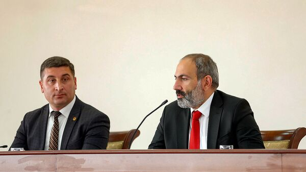 И.о. премьер-министра Армении Никол Пашинян в Гегаркуникской области (19 ноября 2018). Мартуни - Sputnik Արմենիա