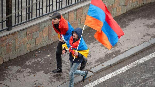 Присоединившиеся к шествию Никола Пашиняна граждане (24 ноября 2018). Еревaн - Sputnik Արմենիա