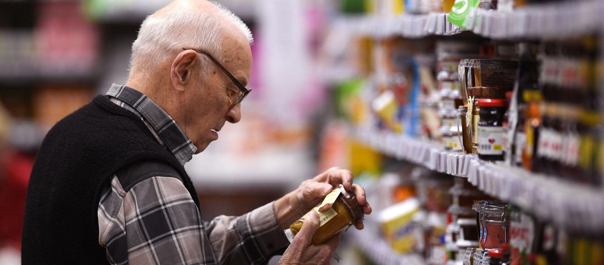 Покупатель в супермаркете - Sputnik Արմենիա, 1920, 26.05.2021