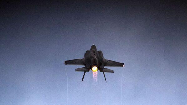 Истребитель F-35 Lightning II израильских ВВС на показательных выступлениях в военно-воздушной базе Хатцерим (27 декабря 2017). Пустыне Негев, Израиль - Sputnik Армения