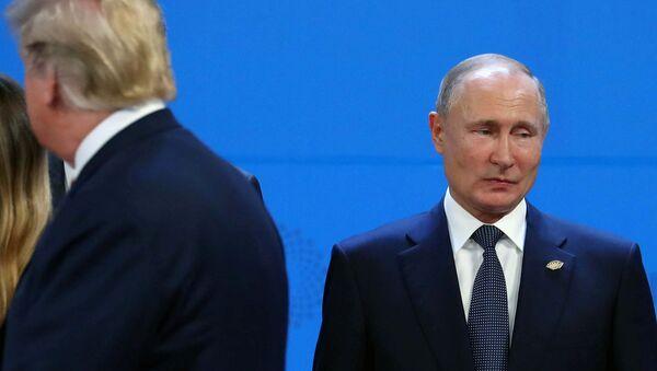 Президенты России и США Владимир Путин и Дональд Трамп на церемонии фотографирования перед саммитом G20 (30 ноября 2018). Буэнос-Айрес - Sputnik Армения