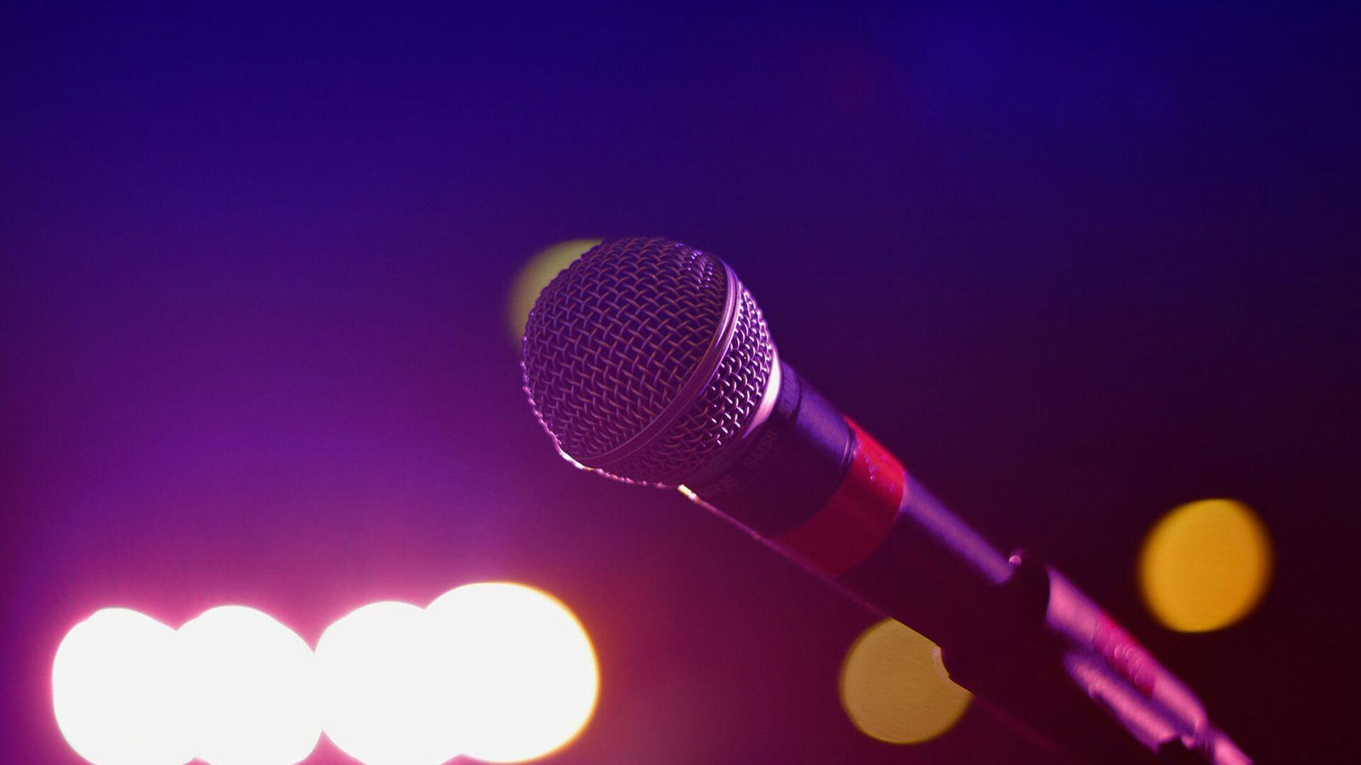 Микрофон на сцене - Sputnik Армения, 1920, 25.04.2021