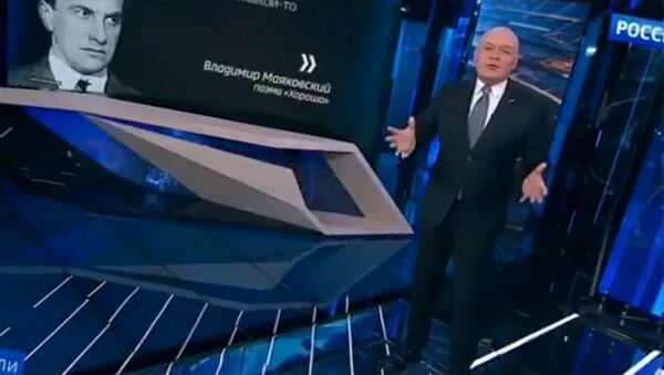 Владимир Маяковский в исполнении Дмитрия Киселева - Sputnik Армения