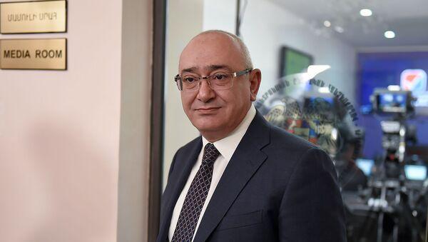 Председатель ЦИК Армении Тигран Мукучян в день внеочередных выборов в НС РА (9 декабря 2018). Еревaн - Sputnik Армения