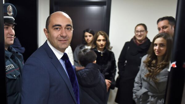 Кандидат в депутаты от партии Просвещенная Армения Эдмон Марукян ответил на вопросы журналистов после выхода из избирательного участка (9 декабря 2018). Еревaн - Sputnik Արմենիա