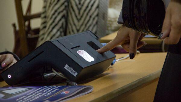 Сканер отпечатков пальцев на избирательном участке - Sputnik Արմենիա