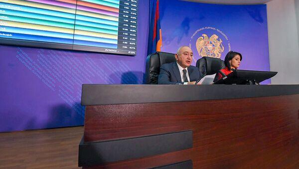 Председатель ЦИК Тигран Мукучян в день внеочередных выборов в НС РА (9 декабря 2018). Еревaн - Sputnik Արմենիա