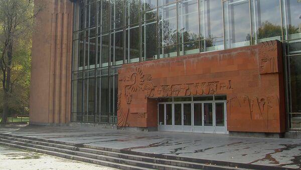 Здание драматического театра имени Сундукяна. Архивное фото - Sputnik Армения