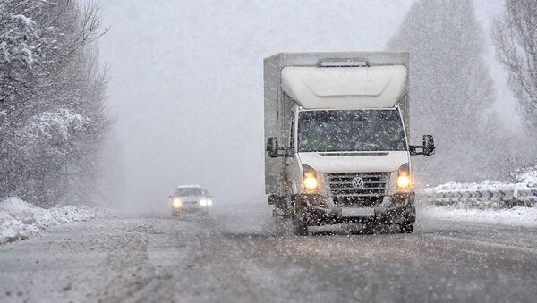 Снег на трассе - Sputnik Армения
