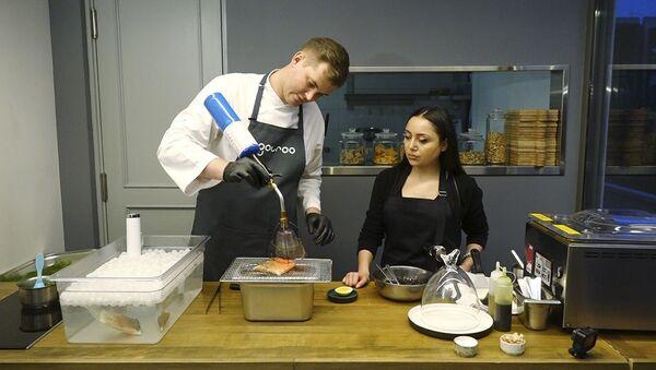 Հյուր շեֆ խոհարարին․ ինչպես պատրաստել «Ծիածանափայլ իշխան» - Sputnik Արմենիա