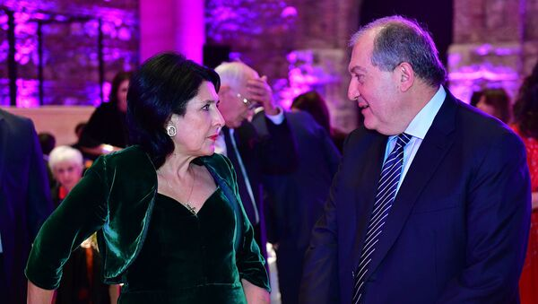 Президенты Армении и Грузии Армен Саркисян и Саломе Зурабишвили во время официального ужина (16 декабря 2018). Твилиси - Sputnik Արմենիա