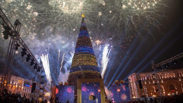 Торжественная церемония зажжения огней главной елки Еревана (21 декабря 2018). Еревaн - Sputnik Արմենիա