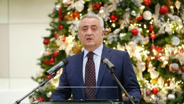 Глава Центрального Банка Армении Артур Джавадян поздравил сотрудников ЦБ с насупающими праздниками (26 декабря 2018). Еревaн - Sputnik Արմենիա