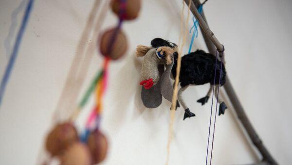 Праздничные игрушки на традиционной новогодней елке в музее истории Еревана - Sputnik Армения
